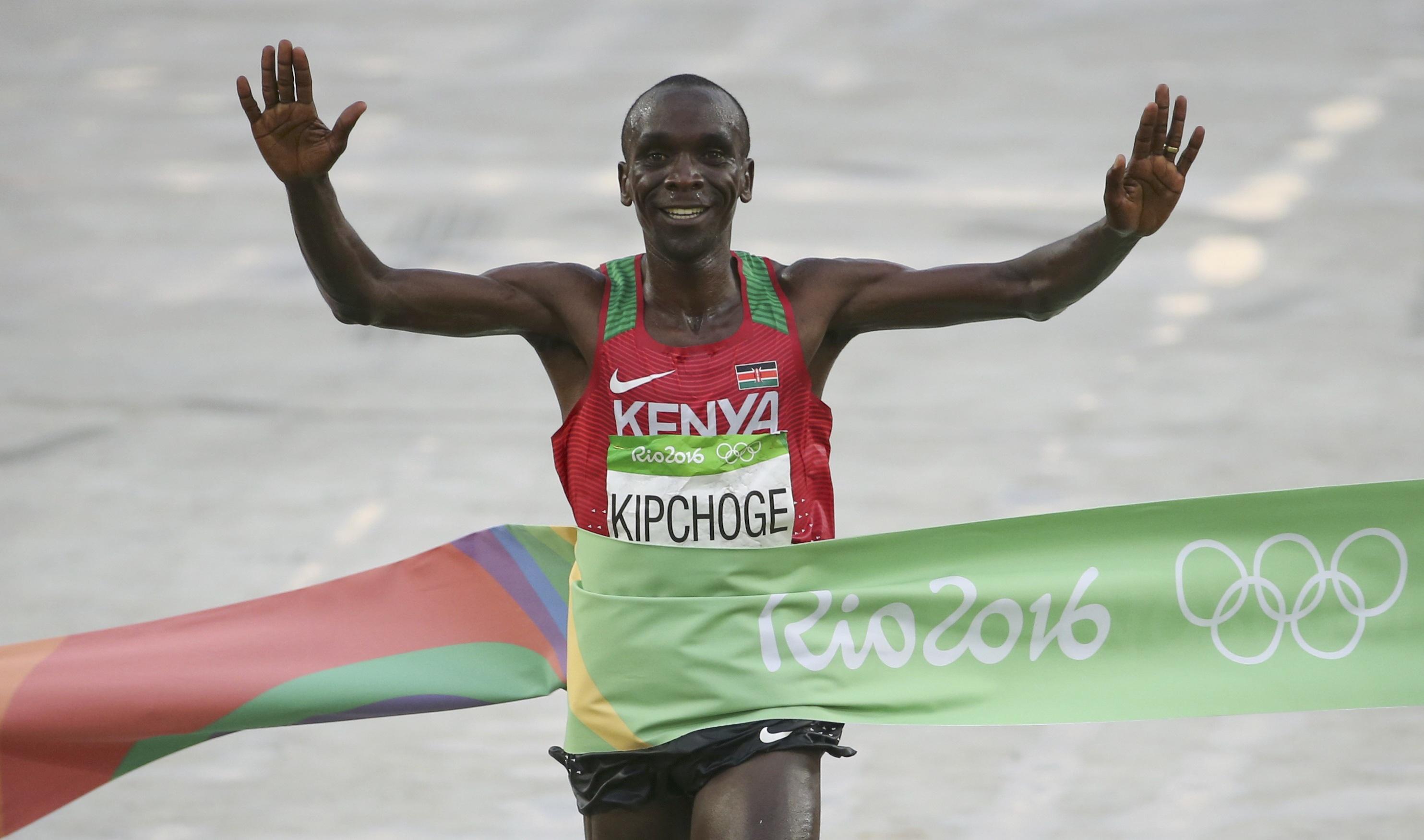 2016 Rio Olympics - Rio de Janeiro, Brasil - Eliud Kipchoge (KEN) vence maratona - Foto de GSC / ADHM